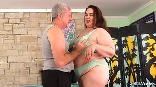 BBW Follower groupie Geisha Worshipped and Fingered by an Old Masseur