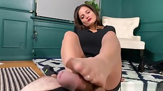 Chi Chi Medina Outgrowth With Sexy Pantyhose Footjob