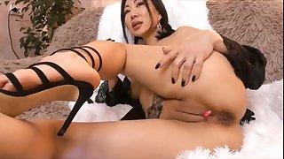 japanese stepmom fingerfucking pussy live