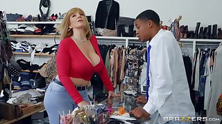 festival mature Sara Goose adores to fuck with young and black stranger