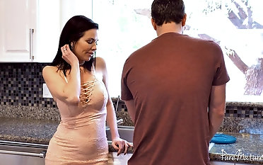 Belle Veronica Avluv having her yearning coochie penetrated