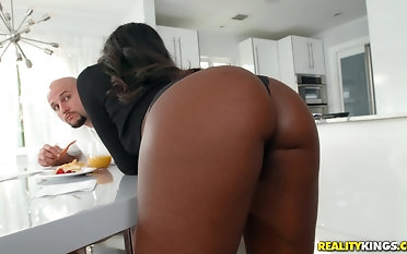Ebony honey Kokohontas gets connexion over and slammed in the cunt
