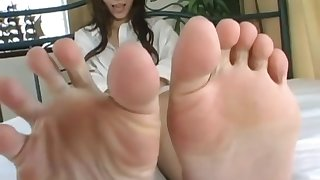 CUTE Japanese wrinkled soles in bed