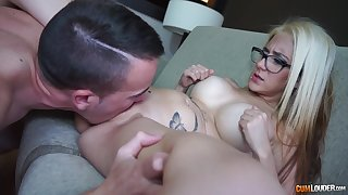 Inviting blonde with big tits gets laid approximately smashing modes