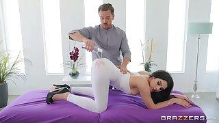 Instead of massage horny Valentina Nappi gets a everlasting masseur's penis