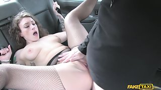 Blue cougar Ava Austen gets fucked by old taxi driver
