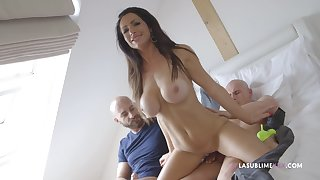 Fake soul girl Priscilla Salerno from Prague fucked wits two guys