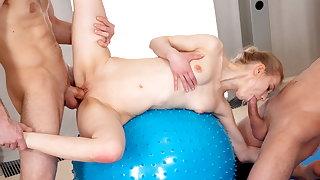 18 Videoz - Ronny, Lightfairy - Sex party helter-skelter yoga teeny