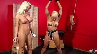 Maxine X & Layla Lust Lesdom MILF porn
